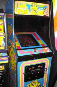 Une borne d'arcade Ms PacMan de l'époque.