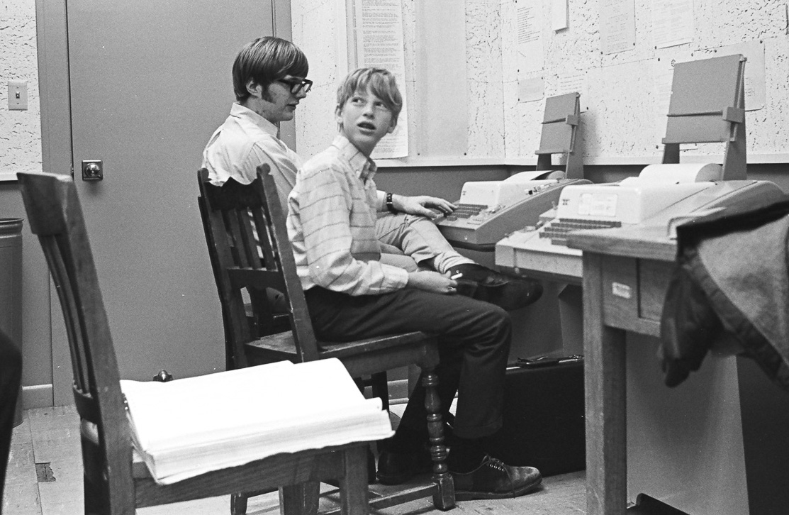 Paul Allen à gauche et son ami Bill Gates à droite, à Lakeside School en 1970. (Bruce Burgess Photo Archive)
