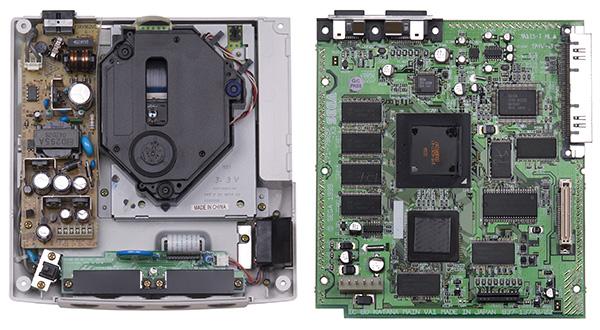 À l'intérieur d'une Dreamcast.