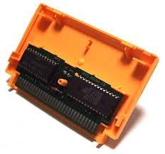 A l'intérieur d'une cartouche Famicom.