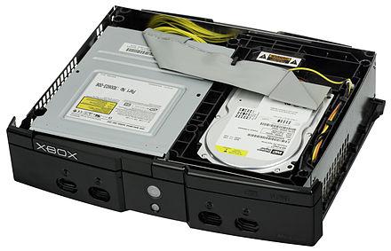 Le lecteur DVD et le disque dur de la Xbox.
