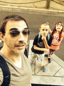 Jean-Pat et deux de ses trois enfants, Léo et Nessyah