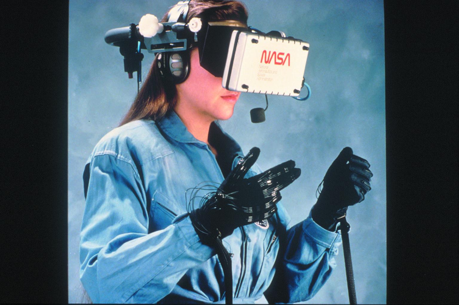 Quand la VR (EyePhone et Data Glove) était avant tout au service de la NASA.